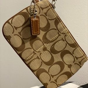 🐎Coach brown canvas  signature wristlet🐎
